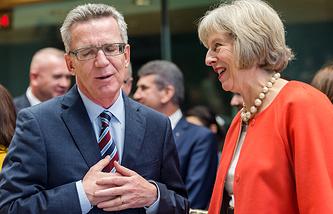 Министр внутренних дел ФРГ Томас де Мезьер и министр внутренних дел Великобритании Тереза Мэй