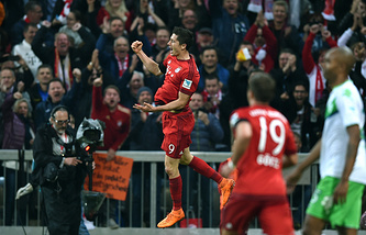 "Форвард ""Баварии"" Роберт Левандовски после гола в ворота ""Вольфсбурга"""
