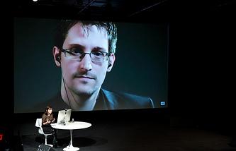 Эдвард Сноуден (на экране)