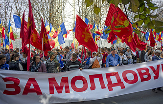 Участники митинга оппозиции в Кишиневе