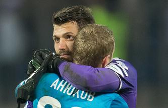 Футболисты Юрий Лодыгин и Александр Анюков