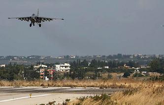 Российский самолет Су-25СМ на авиабазе в Сирии