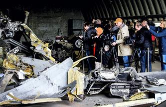 Обломки разбившегося на Украине малазийского Boeing на авиабазе в Нидерландах