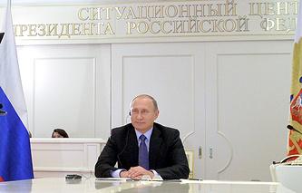 Президент РФ Владимир Путин во время видеоконференции с президентом Аргентины Кристиной Фернандес де Киршнер