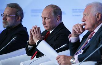 Спикер Исламского консультативного совета Ирана Али Лариджани, президент РФ Владимир Путин и экс-президент Чехии Вацлав Клаус