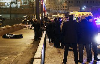 Следователи на месте убийства Бориса Немцова, 25 февраля 2015 года