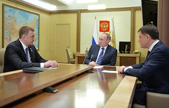 Заместитель министра обороны РФ Алексей Дюмин, президент России Владимир Путин и губернатор Тульской области Владимир Груздев