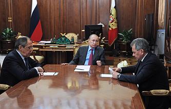 Министр иностранных дел РФ Сергей Лавров, президент РФ Владимир Путин и министр обороны РФ Сергей Шойгу