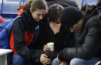 Родственники погибших в аэропорту, где при посадке разбился пассажирский самолет Boeing 737-800 авиакомпании Flydubai, 19 марта