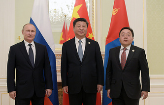 Владимир Путин, Си Цзиньпин и Цахиагийн Элбэгдорж