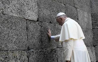 Папа римский Франциск в лагере Аушвиц-Биркенау
