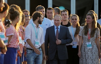 """Владимир Путин во время посещения Всероссийского молодежного образовательного форума """"Таврида на Бакальской косе"""""""
