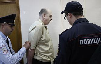 Александр Реймер (в центре)