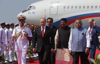 Президент РФ Владимир Путин во время встречи в аэропорту Даболим в штате Гоа