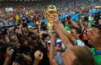 Футболисты сборной Германии после победы в финале чемпионата мира 2014 года