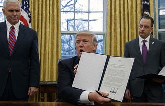 Вице-президент США Майк Пенс, президент США Дональд Трамп и глава аппарата Белого дома Райнс Прибус