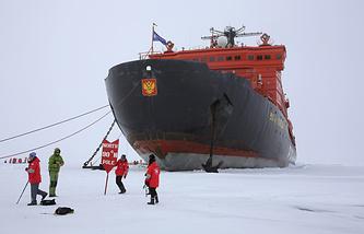 Ледокол 50 лет Победы на Северном полюсе