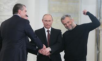 Алексей Чалый (справа) на подписании договора о принятии Крыма и Севастополя в состав РФ, 2014 год