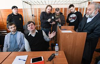 Руслан Соколовский и адвокат Алексей Бушмаков во время рассмотрения дела в Верх-Исетском районном суде