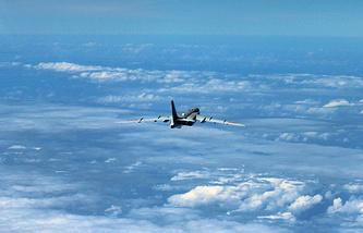 Китайский бомбардировщик H-6K во время патрулирования над Южно-Китайским морем