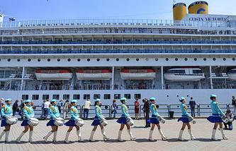 Туристический лайнер Costa Victoria, пришвартованный у морского вокзала Владивостока