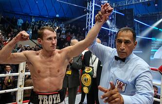 Российский боксер Эдуард Трояновский