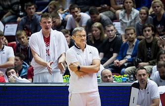 Сергей Базаревич (на переднем плане)