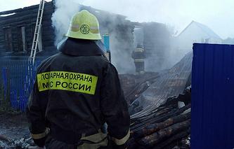 На месте пожара в частном жилом доме в деревне Угузево