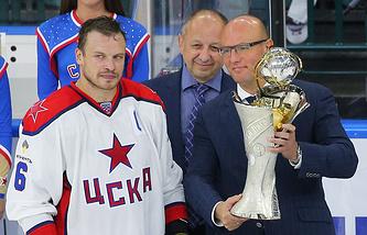 Денис Денисов (слева)