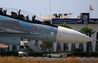 Российский многоцелевой истребитель Су-30СМ на авиабазе Хмеймим