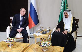 Президент России Владимир Путин и король Саудовской Аравии Салман ибн Абдул-Азиз Аль Сауд