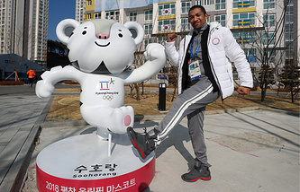 Тренер команды олимпийских спортсменов России по фигурному катанию Робин Шолковы