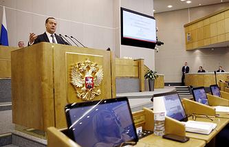 Премьер-министр РФ Дмитрий Медведев во время выступления с отчетом о деятельности правительства за 2017 год в Государственной думе РФ