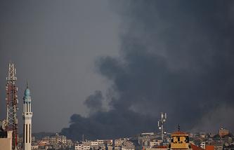Дым у границы Израиля и сектора Газа