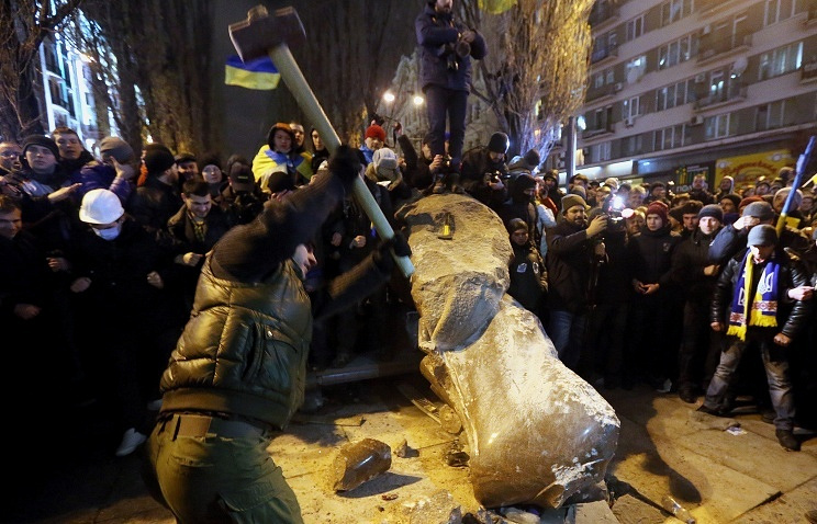 Vandals destroy a monument to Vladimir Lenin in Kiev