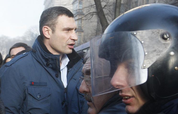 Vitali Klitschko (left)