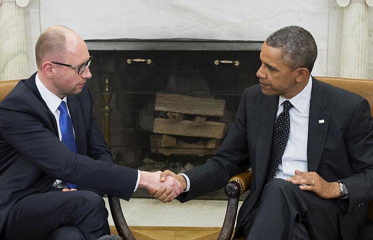 US President Barack Obama (R) shakes hands with Ukrainian Prime Minister Arseniy Yatsenyuk