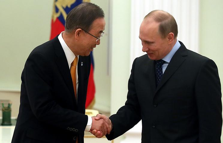 Ban Ki-moon shakes hands with Russian President Vladimir Putin