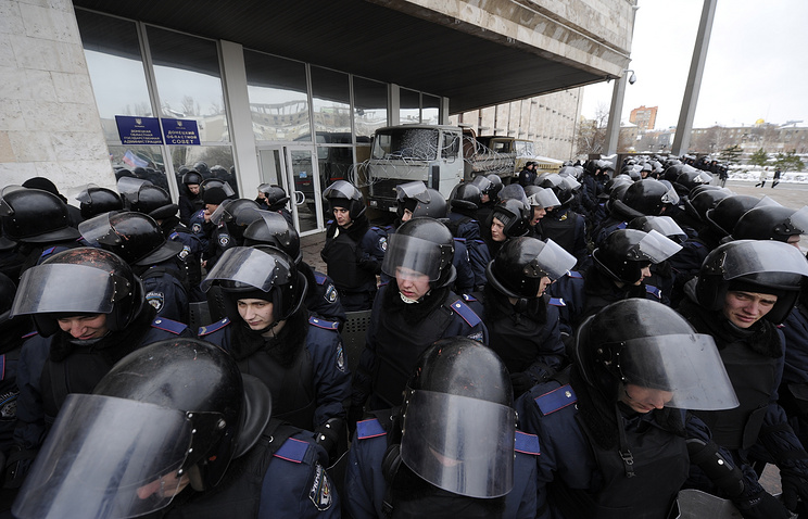 Law enforcement officers in east Ukraine's Donetsk (archive)