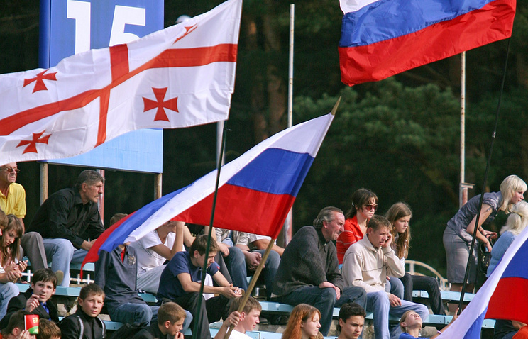 Georgian and Russian national flags (archive)