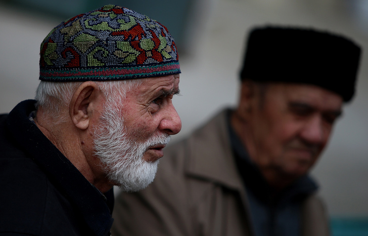 Citizens of a mostly Crimean Tatar populated city Bakhchisaray (archive)