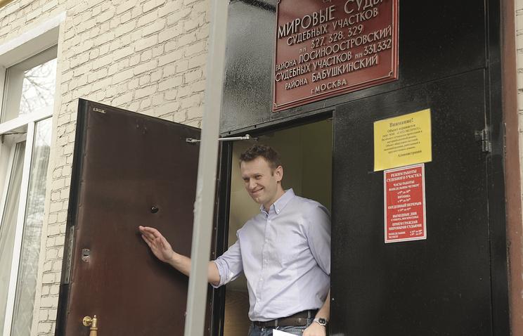 Alexei Navalny leaving the court