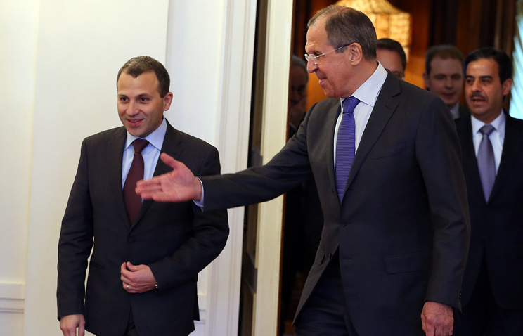 Russian Foreign Minister Sergei Lavrov (R) with his Lebanese counterpart Gebran Bassil (L)