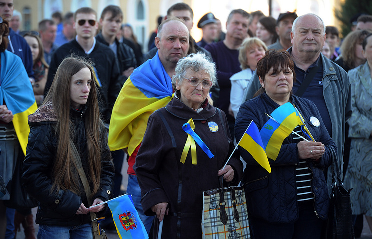 People with Ukrainian national flags in Luhansk