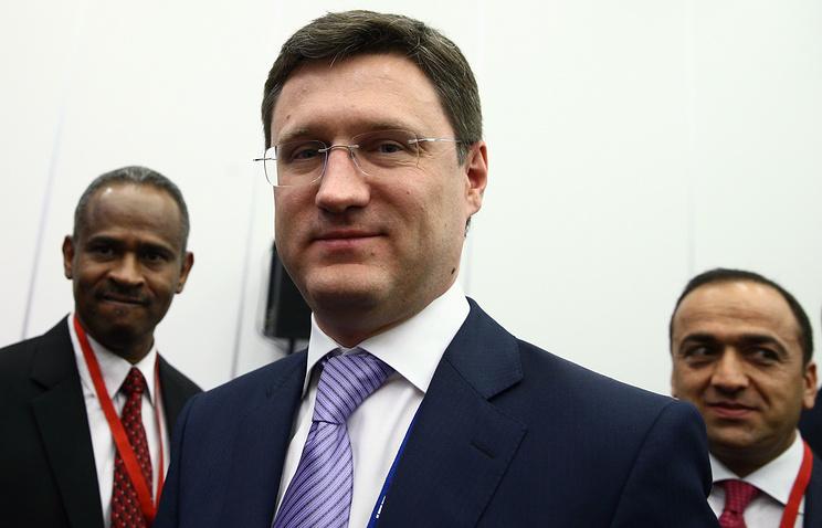 Russian Energy Minister Alexander Novak (center)