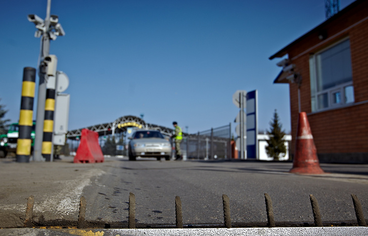 Russia-Ukraine border crosing (archive)