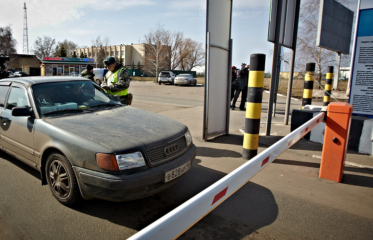 Border crossing between Russia and Ukraine