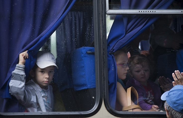 Children leave the east Ukrainian city of Sloviansk (archive)