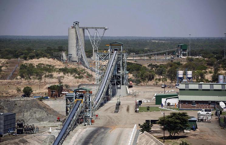 Platinum mine in Zimbabwe (archive)