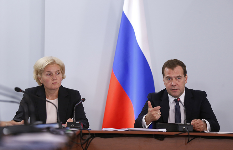 Deputy PM Olga Golodets (L) and Prime Minister Dmitry Medvedev(R)